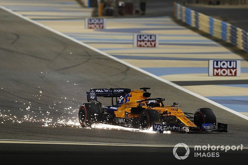 """Sainz: """"Verstappen me ha dado muy fuerte y me ha tocado pinchar a mí"""""""
