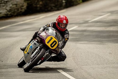 Tragedia al Classic TT: è morto Chris Swallow
