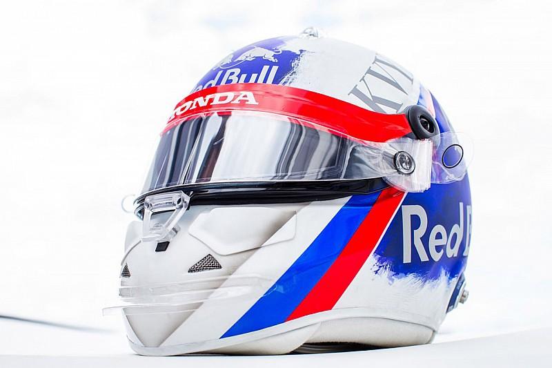 Фото: запрещенный шлем Квята для Гран При России