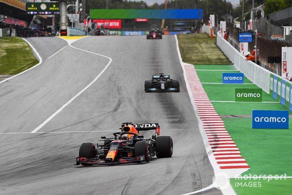 """Verstappen felt like """"sitting duck"""" against Hamilton in Spain fight"""