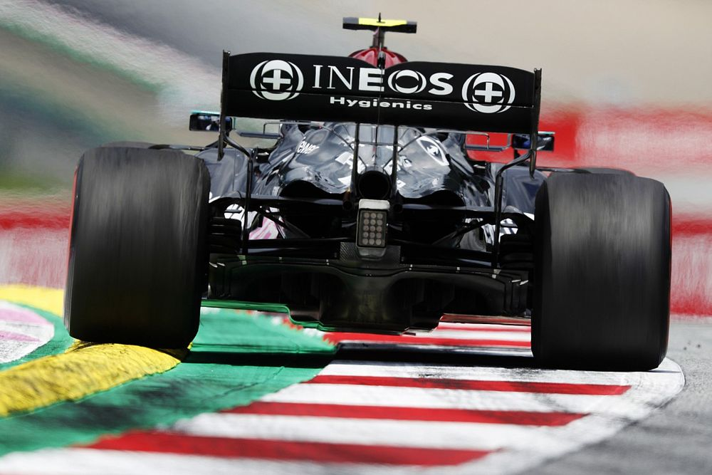 Хорнер назвал антикрыло Mercedes «амбарными воротами»