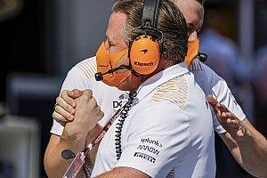 A McLaren vezérigazgatója is F1-es autóba ül Silverstone-ban