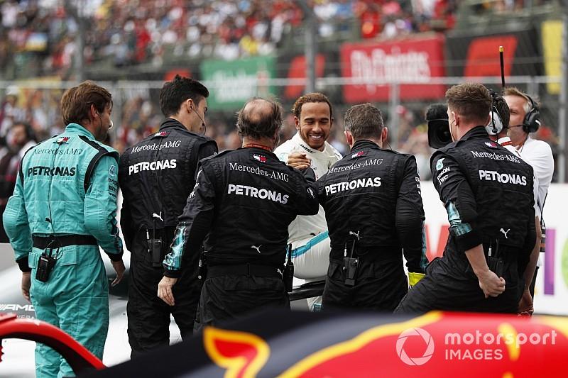 Mercedes: Гонка была болью, но мы будем радоваться титулу