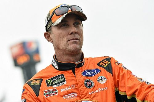 Kevin Harvick holds off Bowyer for Stage 2 win at Dover