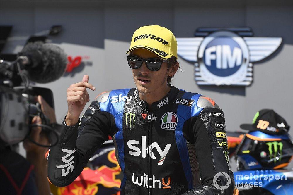 """Rossi: """"Luca dovrebbe pensare al Mondiale, poi alla MotoGP"""""""