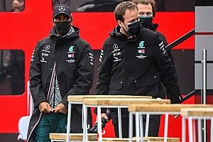 Mercedes сообщила о новых случаях коронавируса в команде Ф1