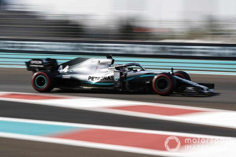 Hamilton: pole ad Abu Dhabi, Mercedes domina