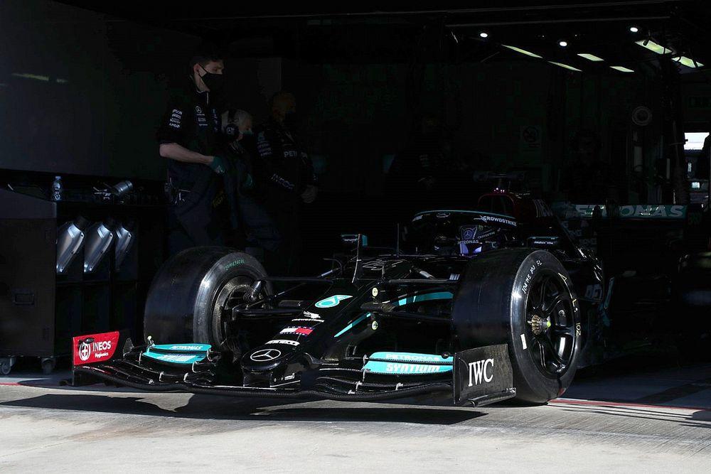 Hamilton Rela Jadi Penguji Ban Pirelli demi Bertahan di F1 2022