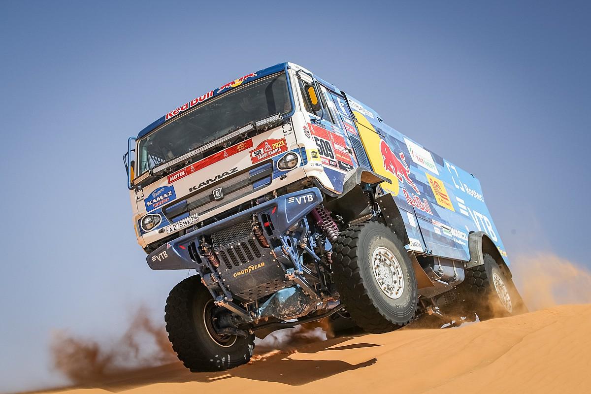 Гонщики КамАЗа взяли три первых места на 6-м этапе «Дакара»