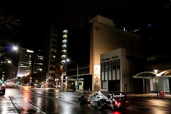 Vintage Noticias de última hora VIDEO: Sorpresiva aparición de autos de F1 en la noche de Adelaida