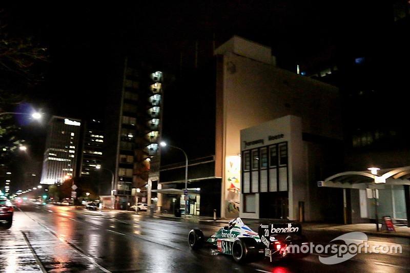 Tre F.1 storiche sfrecciano a sorpresa nella notte di Adelaide