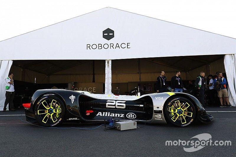 El Roborace completa su primera aparición pública en el ePrix de París