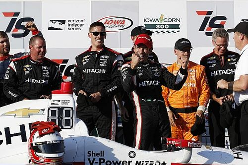 Helio Castroneves rompe il digiuno di successi trionfando in Iowa