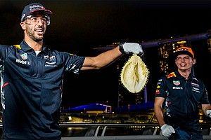 Гонщиков Red Bull заставили сначала вскрыть, а потом съесть дуриан