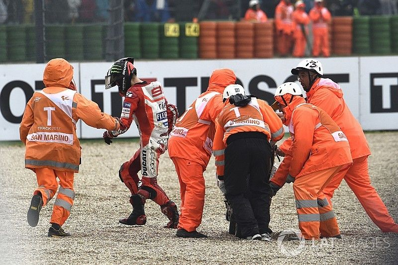 Lorenzo dijo que se fue al piso al realizar un ajuste en su moto