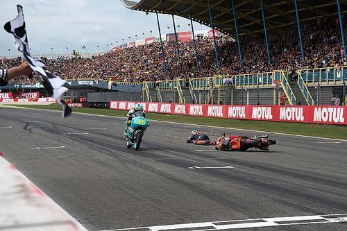 Canet wint spectaculaire TT, Bendsneyder crasht voor de eindstreep