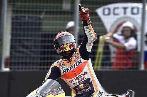 Vroege pitstop brengt Marquez dominante zege op opdrogend Brno