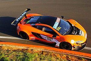 """Экипаж McLaren выиграл """"12 часов Батерста"""""""