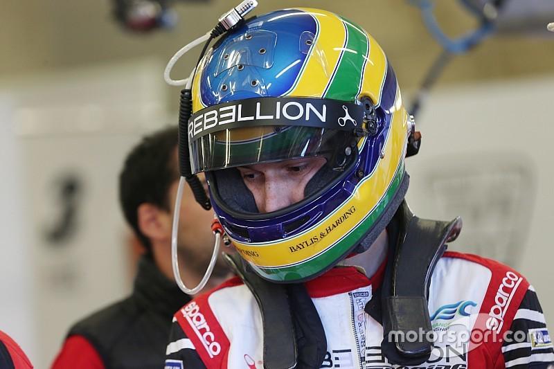 Senna bate em Silverstone e tem fratura no tornozelo