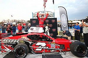 Jon McKennedy takes lead late to win Whelen Modified Tour opener
