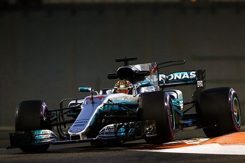 Hamilton snelste op eerste dag in Abu Dhabi, Verstappen blijft steken op P6