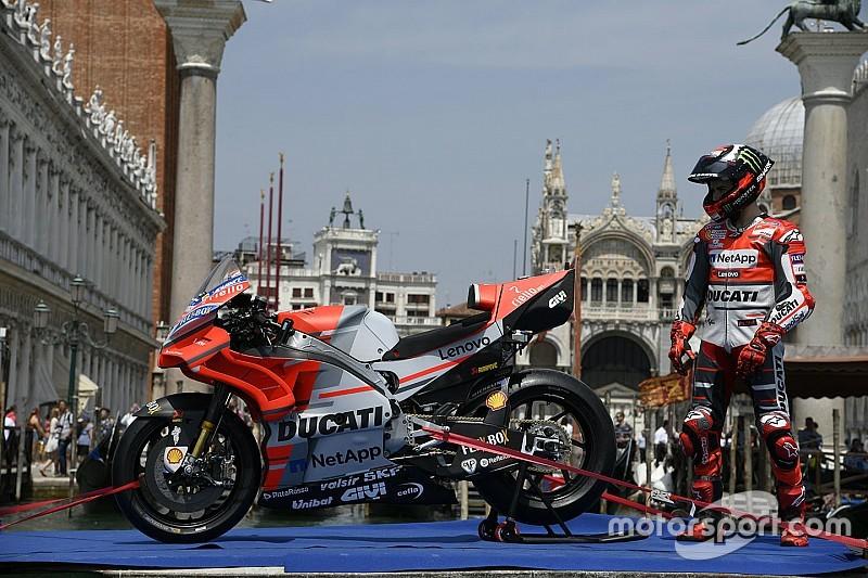 Fotogallery MotoGP: Ducati-Lorenzo show tra i canali di Venezia