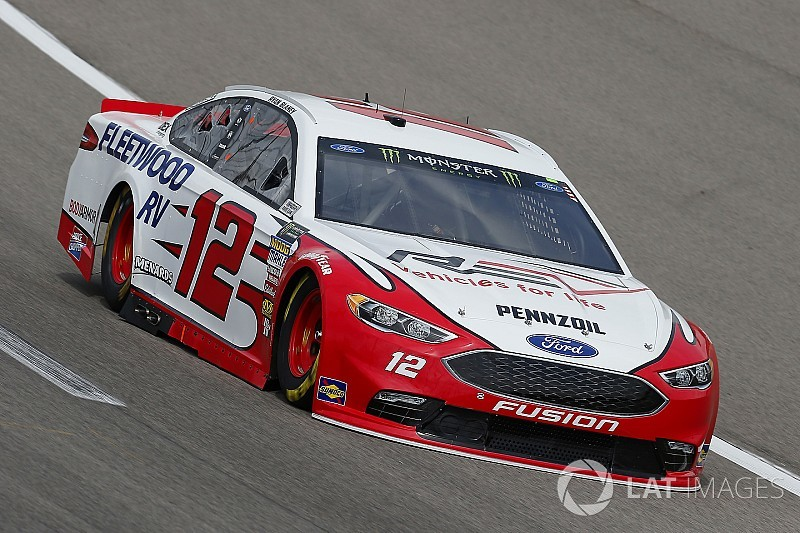 Ryan Blaney supera a Kevin Harvick y gana Etapa 1 en Kansas