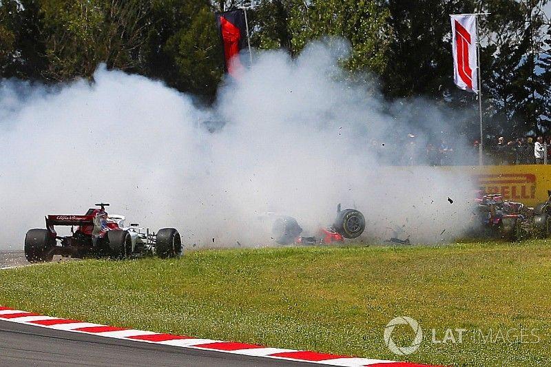 Galería: el triple abandono por accidente al inicio del GP de España