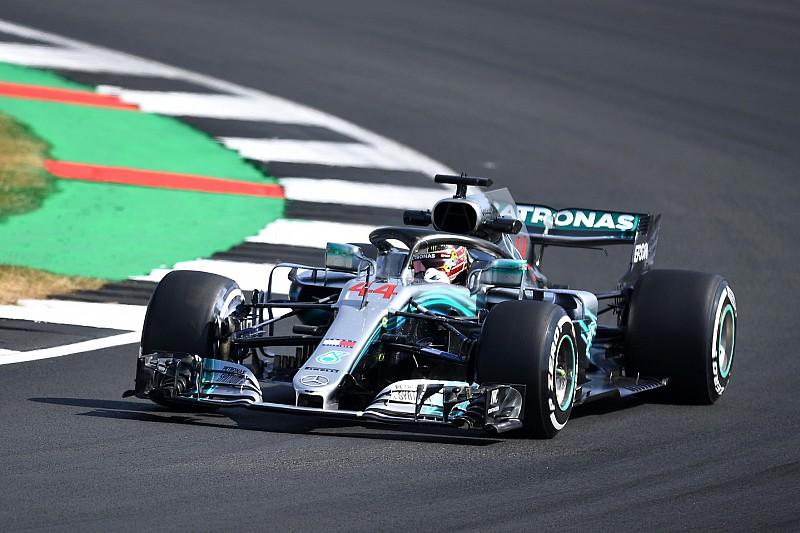 Hamilton lidera dobradinha da Mercedes no TL1 em Silverstone