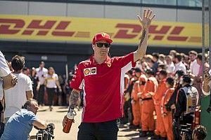 Videón, ahogy Räikkönen kilöki Hamiltont a Brit Nagydíjon