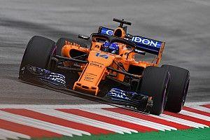 Alonso start vanuit pitstraat na wissel van voorvleugel