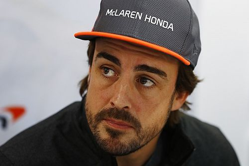 """Alonso: """"No ha sido una buena temporada para nadie de McLaren"""""""