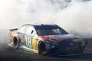 Буш одержал победу в гонке NASCAR в Поконо с 28-го места на старте