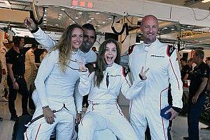 Palvin Barbit és Hosszú Katinkát is körbevitték egy F1-es autóval a Hungaroringen