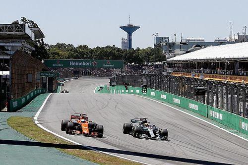 """Hamilton van pits naar vierde plaats: """"Als in de karting"""""""