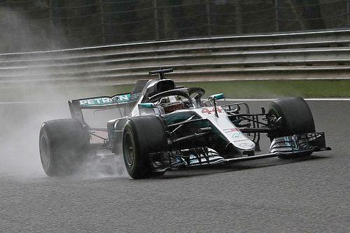 Hamilton le birla la pole a Ferrari bajo la lluvia en Spa