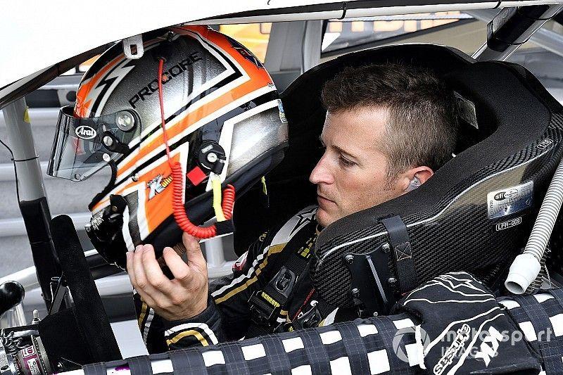 Kahne anuncia que não retornará à NASCAR devido a problemas de saúde