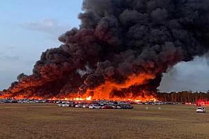 Több ezer bérautó sérült meg egy floridai tűzesetben