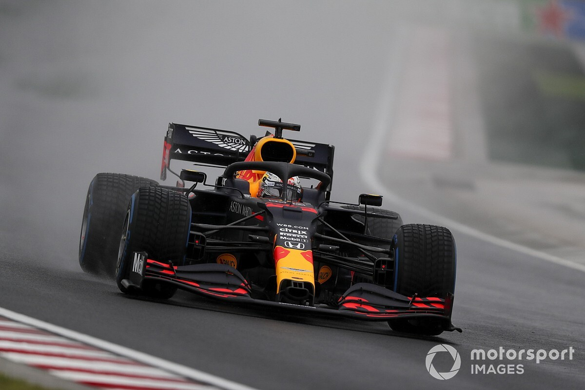 Verstappen crashes before Hungarian GP start
