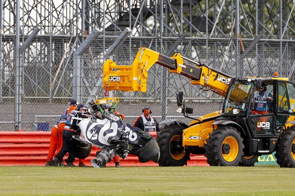 Vídeo: la causa inesperada del duro accidente de Kvyat en Silverstone