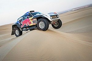 Sainz cae en una zanja y pierde opciones en el Dakar 2019