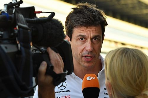 Wolff takes blame for distraction that delayed Hamilton stop