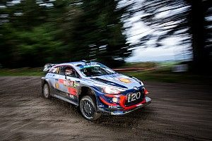 Neuville loses ground to WRC rivals after mistake