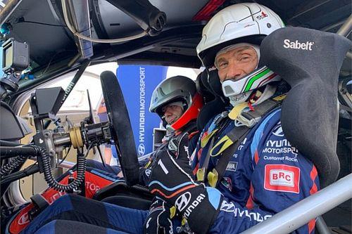 Infinito Tarquini: in Sardegna ha provato la Hyundai i20 Coupé WRC Plus!