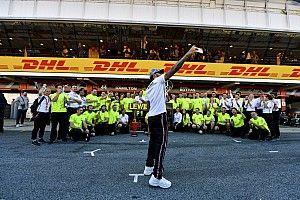 Így ünnepelte meg a Mercedes a totális győzelmét Barcelonában