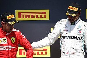Tisztelet: Hamilton felhozta a dobogó felső fokára Vettelt (videó)