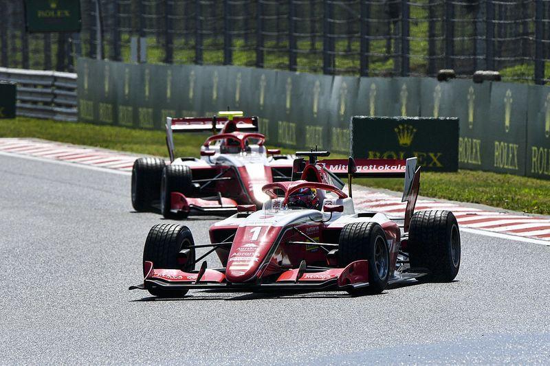 Hauger vence a Leclerc para ganar con lluvia y safety car