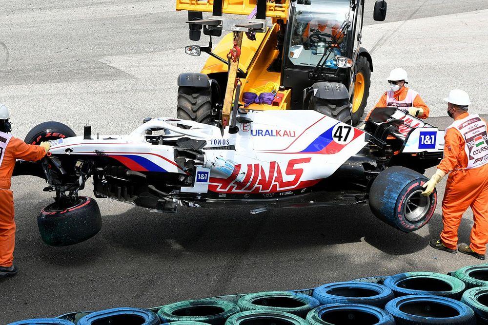 Steiner, Haas'ın yaşadığı sık ve ağır kazalardan bıkmış