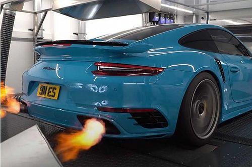 Ez a kék Porsche 911 Turbo S egy valódi hiperautó-gyilkos