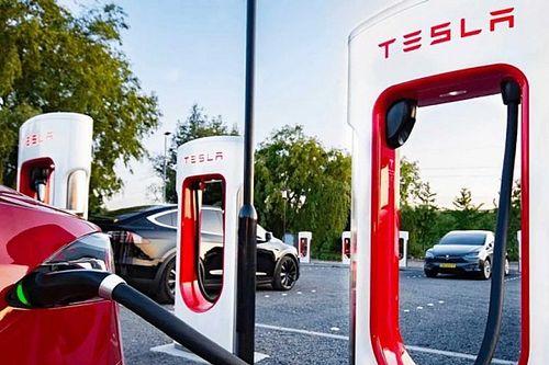 Más gyártók előtt is megnyitja a szupertöltőjét a Tesla